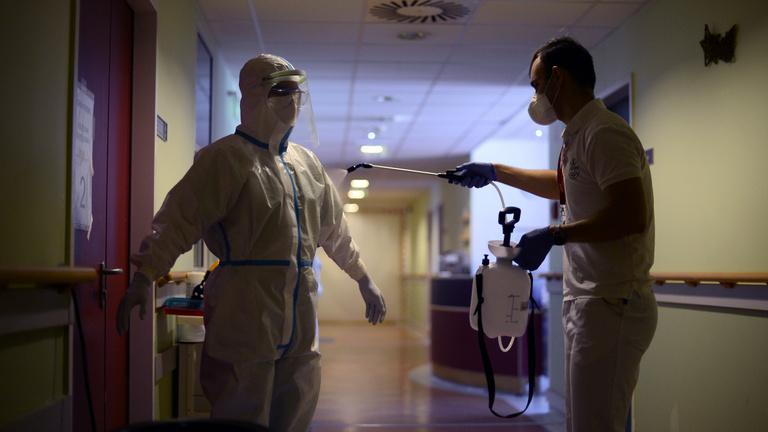 Töredékét kapja a bérének sok táppénzre kényszerülő egészségügyis
